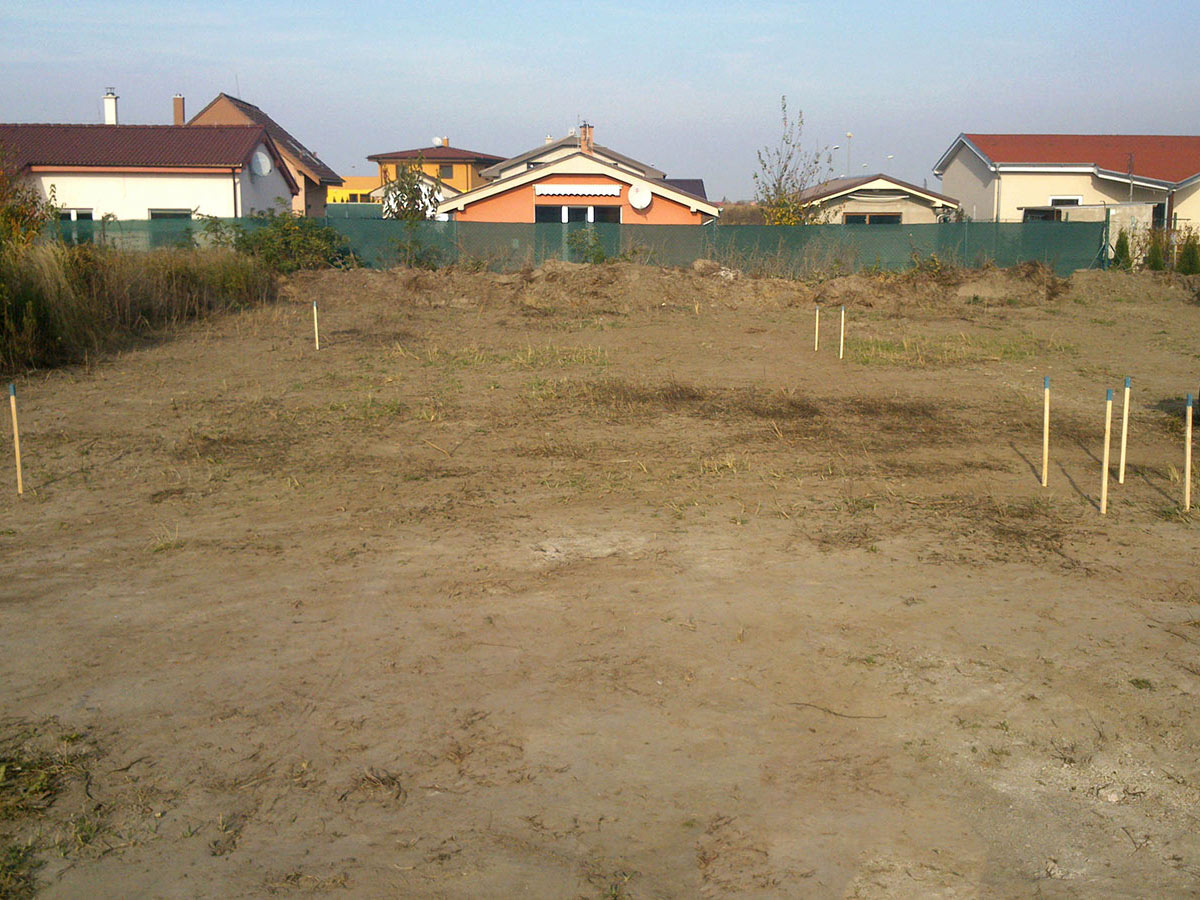 Construction of bungalow O120 - Setting out foundations