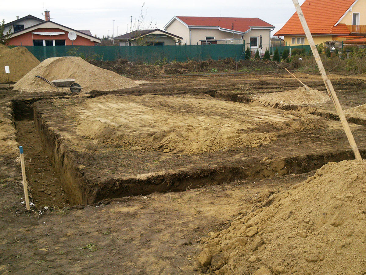 Construction of bungalow O120 - Finished excavation of foundations