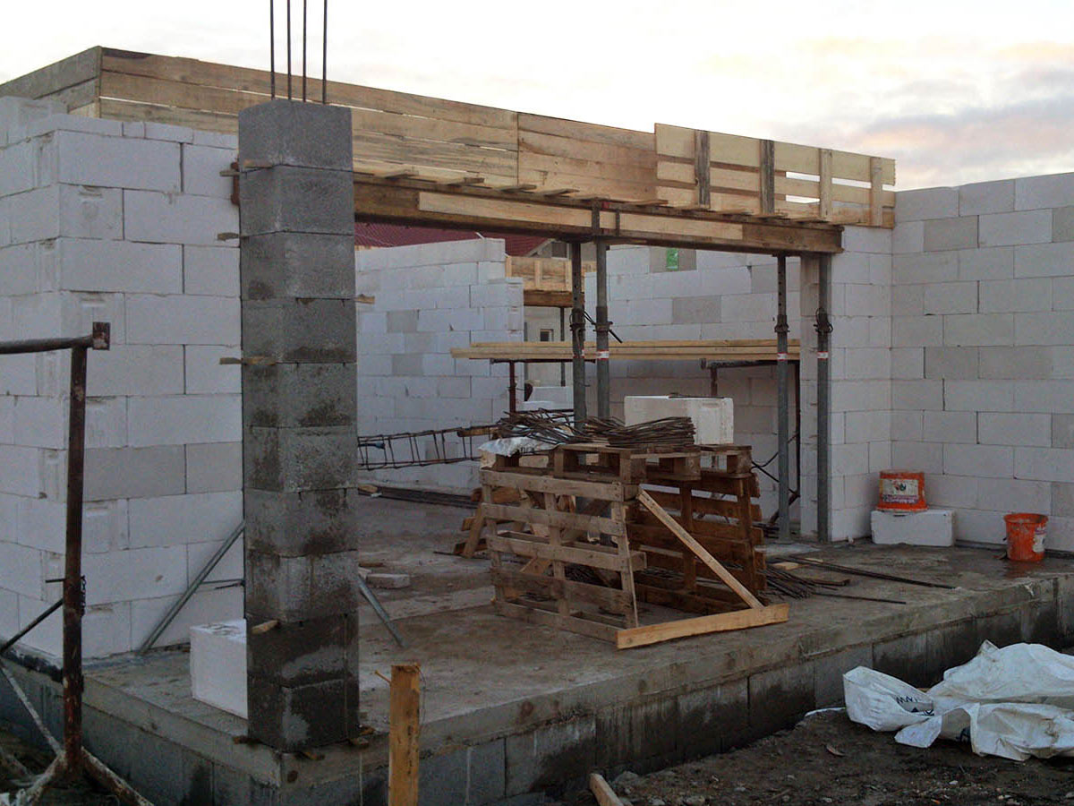 Construction of bungalow O120 - aerated concrete blocks in walls