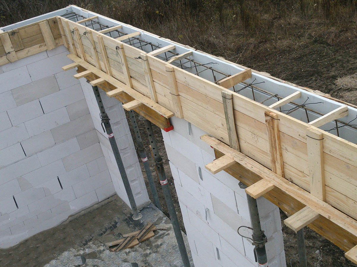 Construction of bungalow O120 - Formwork and reinforcement