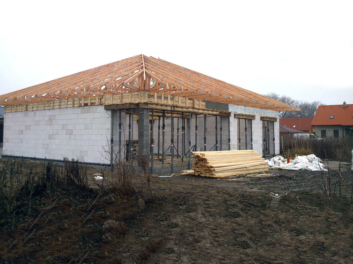 Construction of bungalow O120 - Roof trusses